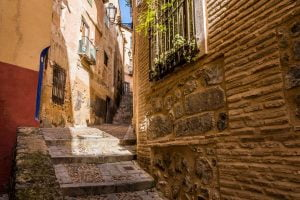 Wander through the narrow streets in the old town of Córdoba.