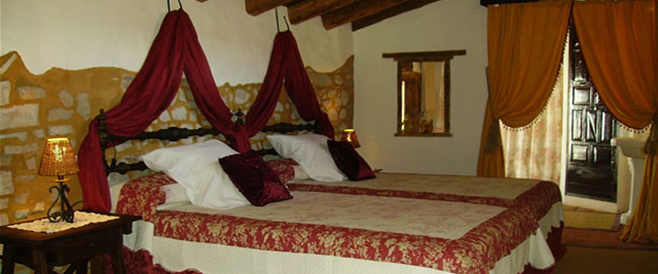 Sleep in a king-size bed in Almaden!